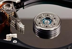 Odzyskiwanie danych z nośnika danych zalany oddaj do serwisu.